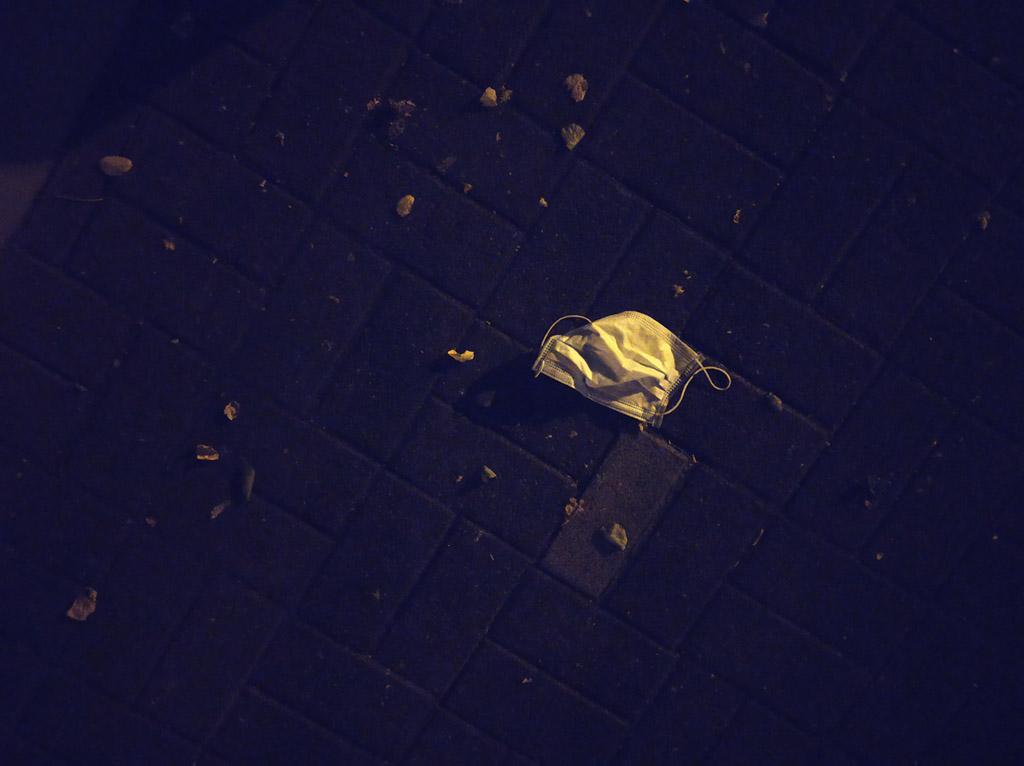 Pandemie, Maske bei Nacht