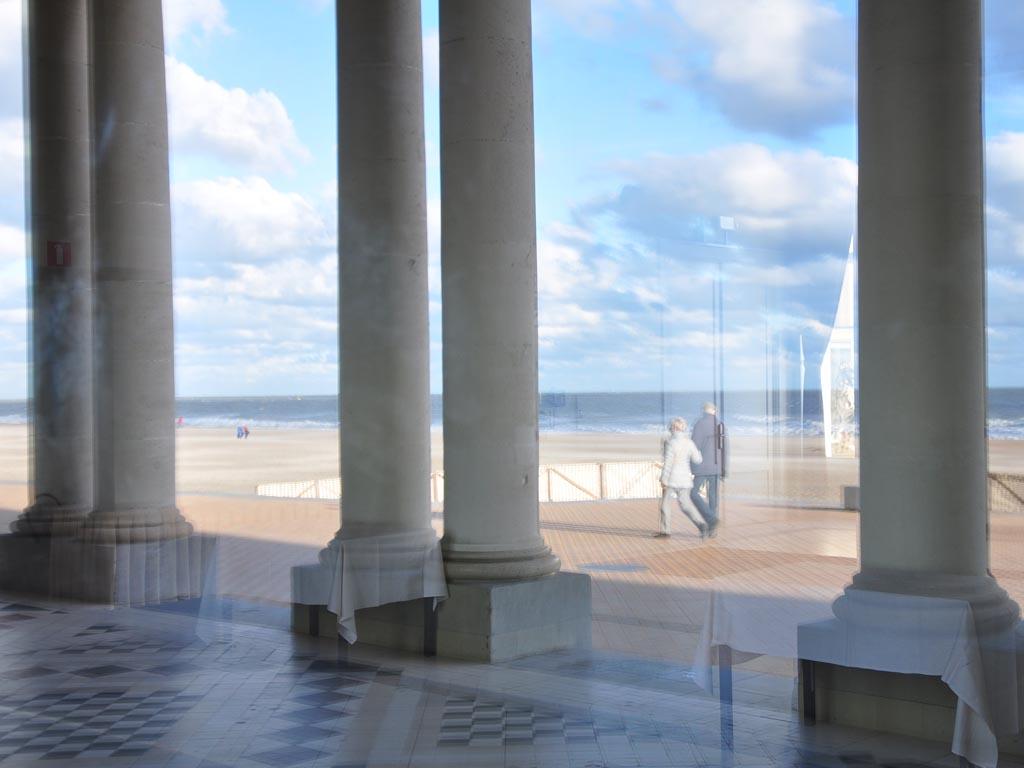Spiegelungen Oostende Säulen