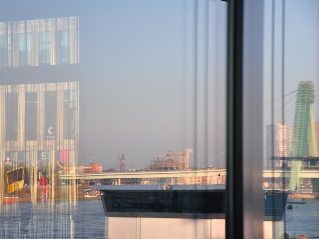 Spiegelungen Deutzer Brücke Köln